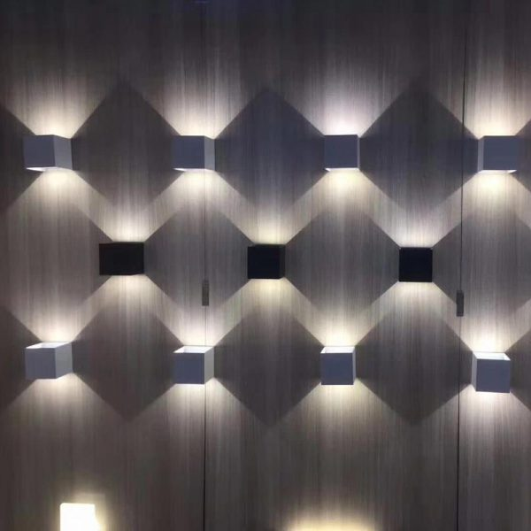 چراغ دیواری دکوراتیو دو طرفه قابل تنظیم